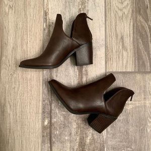 NWOT cutout ankle boots